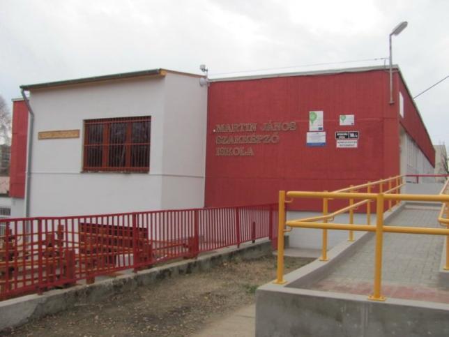 A martin János Szakképző Iskola főfala