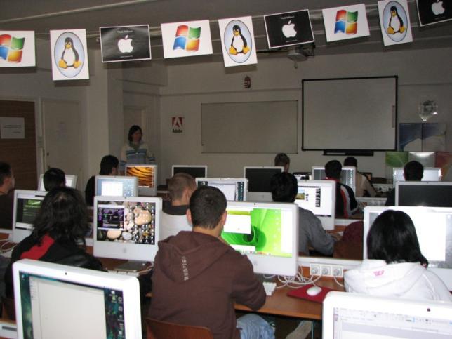 Médiatechnológus asszisztens képzésünk alapja - Macintosh-terem