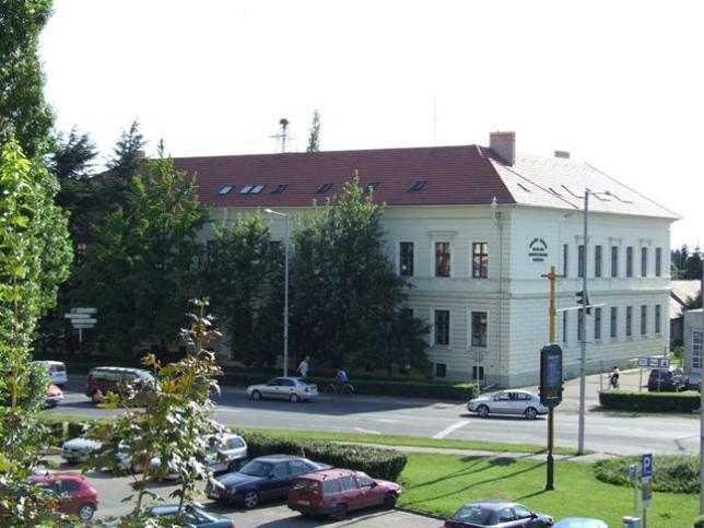 Nemzetközi Gazdasági és Üzleti Szakközépiskola épülete