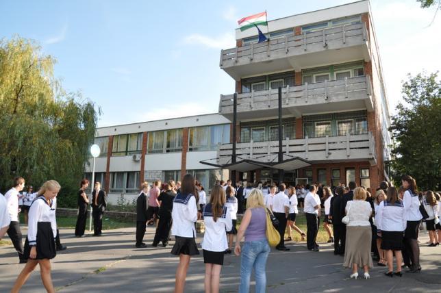 A gimnázium bejárata